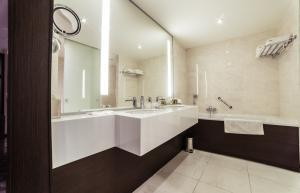 custom frameless mirrors