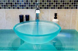 washbasin made of tempered glass