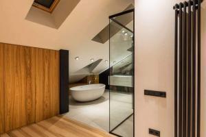 bathtub glass door installation